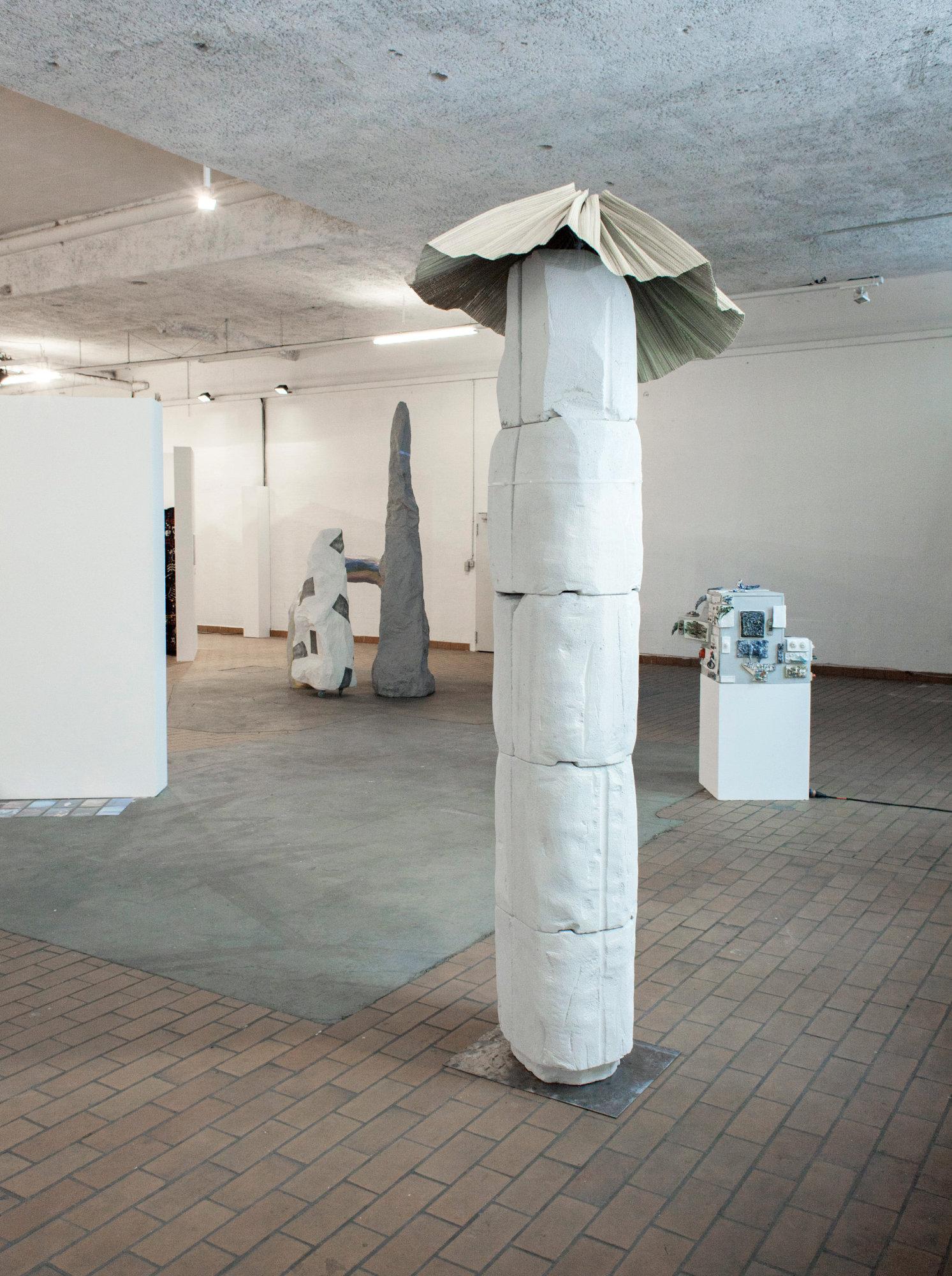 <p>Ausstellungsansicht (v.l.n.r.): Ruben Aubrecht, Linda Kuhn, Michael Kleine, Nora Arrieta</p>