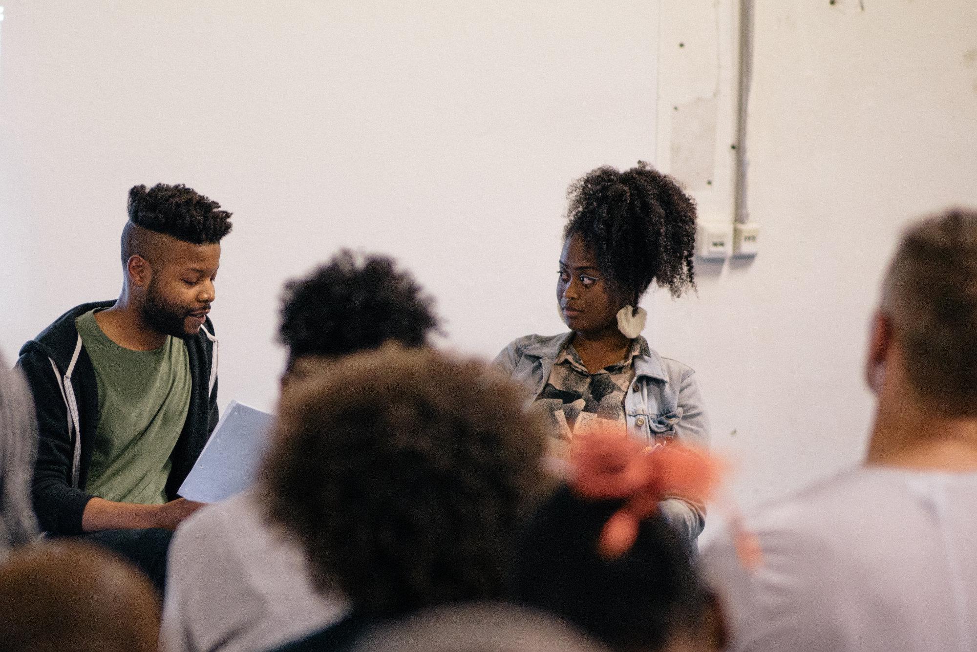 <p><b>How Do We Survive Spaces We Were Never Meant To Enter?<br /> </b><b>Diskussion </b>mit Isaiah Lopaz (Künstler/Autor) und Rachael Moore (Aktivistin/Performerin)</p> <p>Rachael Moore und Isaiah Lopaz diskutierten über die Herausforderungen und Erfahrungen, denen People of Color (POC) bei der Arbeit für Kunst- und Kulturinstitutionen gegenüberstehen: unethische Arbeitsbedingungen, Tokenismus, rassistische Vorurteile und die signifikante Abwesenheit von POC im Publikum und in der Verwaltung von öffentlichen und privaten Institutionen.</p>
