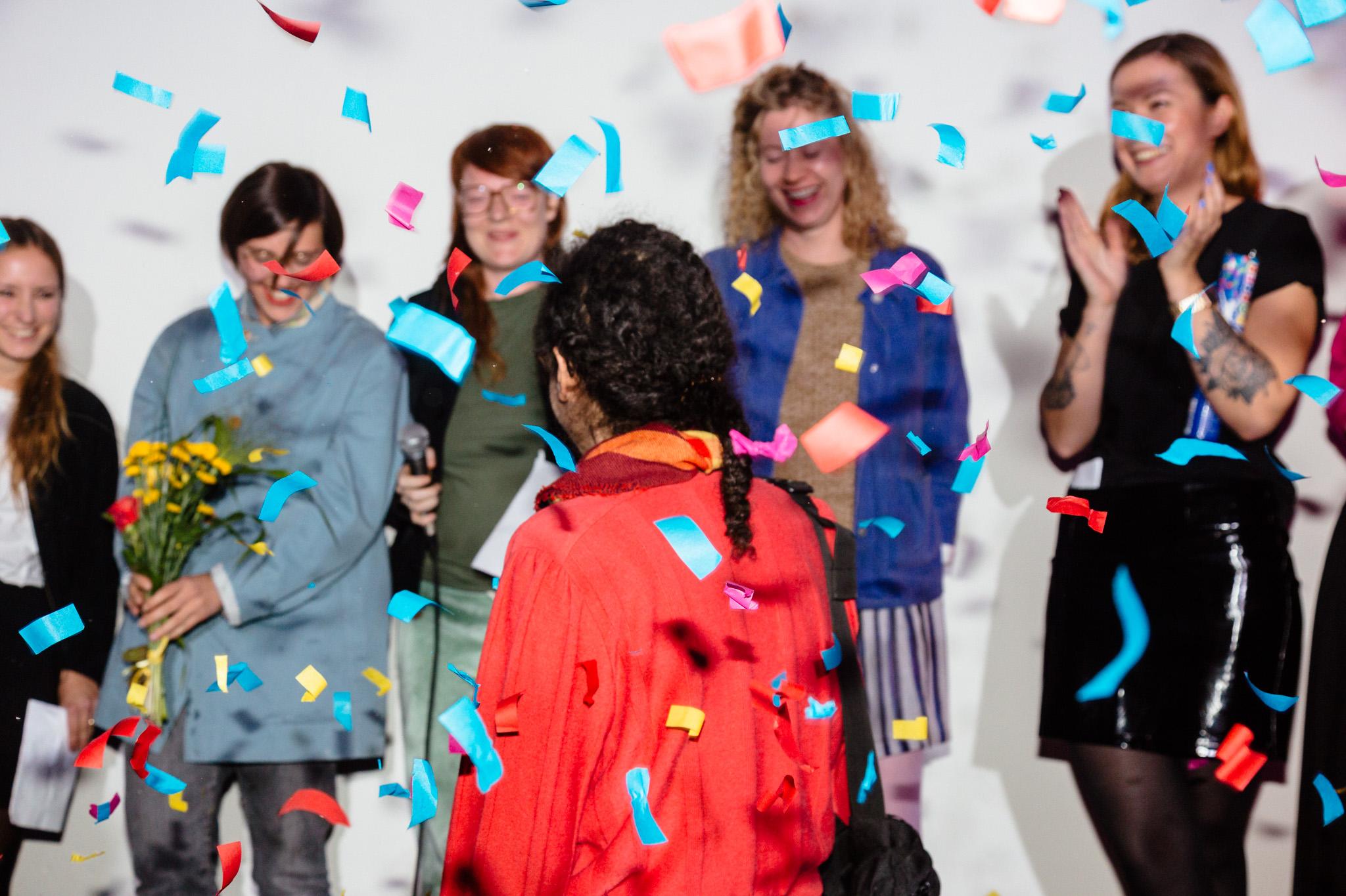 <p><strong>Preisverleihung</strong></p> <p>Am 28. September wurden in einer feierlichen und öffentlichen Verleihung die drei GewinnerInnen des Berlin Art Prize bekanntgegeben, Foto André Wunstorf</p>